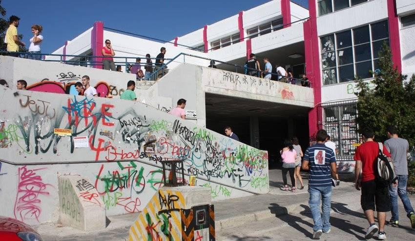 Έδιωξαν φοιτητές στο ΤΕΙ Καβάλας γιατί... δεν χωρούσαν για να κάτσουν – Τραγελαφικές σκηνές