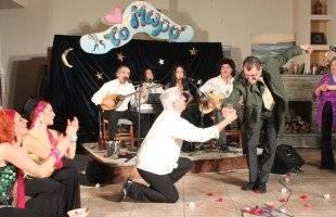 Γέλια μέχρι δακρύων! Τα «Γατόσκυλα» έδωσαν συναυλία στο «Μωρό»…