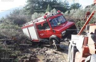 Κάηκε αποθήκη, κινδύνευσε όχημα της Π.Υ.