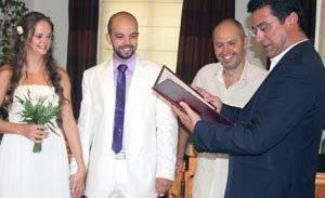 Το γαμήλιο εμβατήριο ακούστηκε δυνατά στο δημαρχείο