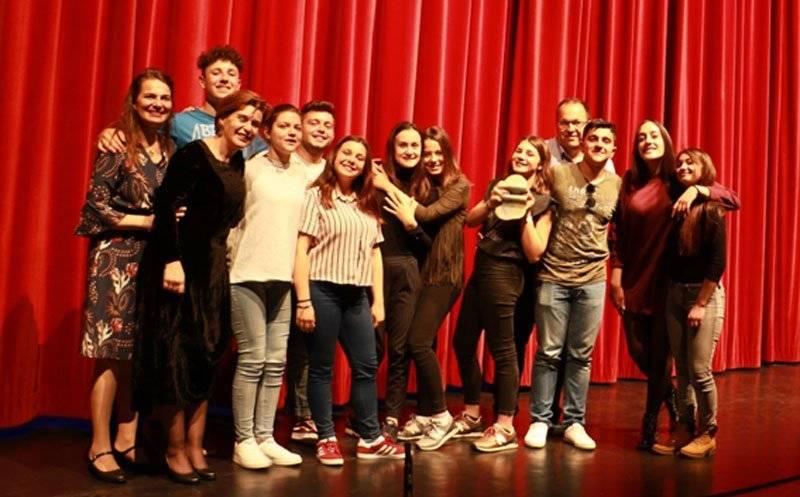 1ο ΕΥΡΩΠΑΙΚΟ FESTIVAL SAFTAS ERASMUS+  Kαι το βραβείο καλύτερης ταινίας του ευρωπαϊκού φεστιβάλ SAFTAS Erasmus+ πάει στο …  Γενικό Λύκειο Νέας ΠεράμουKαβάλας  για την ταινία Generation Gap… Revisited