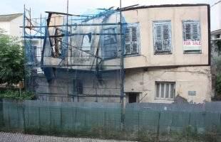 Καταρρέει το ετοιμόρροπο σπίτι στην Παναγία