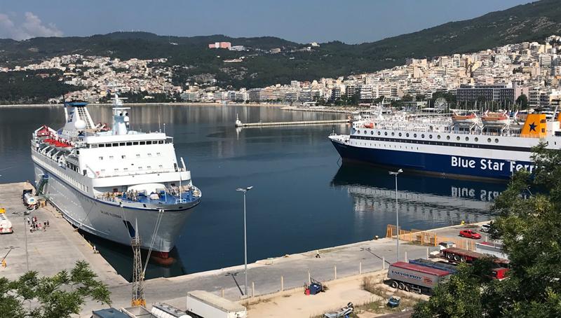 Δύο μεγάλα πλοία ταυτόχρονα στο λιμάνι