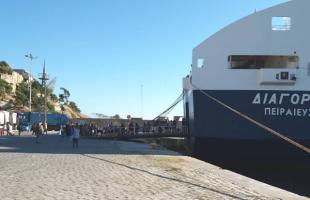 Ρεπορτάζ στην άφιξη του πλοίου με τους πρόσφυγες από τον… φάρο της Παναγίας!