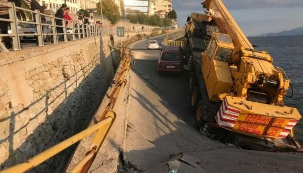 'Επεσε η γέφυρα κάτω από το παλιό Νοσοκομείο ( φωτογραφία)
