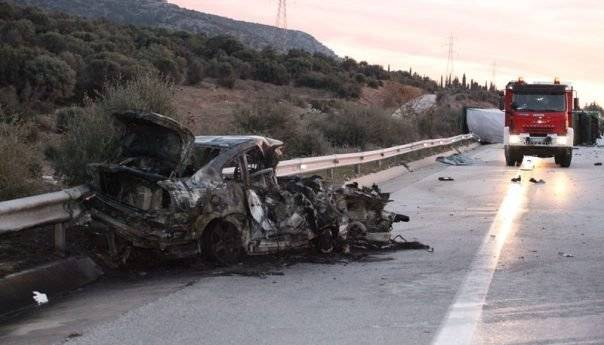 Ένα ακόμα θανατηφόρο στην Εγνατία Οδό με παράτυπους μετανάστες - 3 νεκροί , 6 τραυματίες (φωτογραφίες)