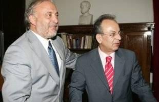 Ο Γιώργος Καλαντζής αποχαιρετά τον Δημήτρη Σιούφα