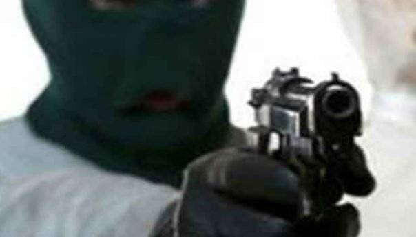 Ψάχνουν τους δύο δράστες που μπήκανε ξημερώματα σε επιχείρηση της Καβάλας και υπό την απειλή όπλου και μαχαιριού αφαιρέσανε χρηματικό πόσο