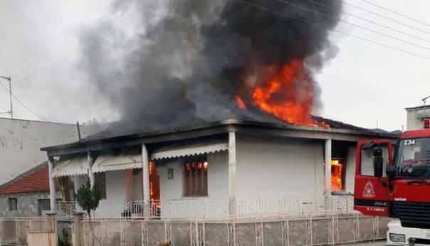 Κάηκε σπίτι στην Νέα Καρβάλη ! (φωτογραφίες)