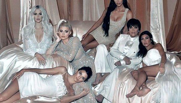 Επικό Photoshop της οικογένειας  Καρντάσιαν σε φώτο για την 16η  πρεμιέρα στης σειράς !