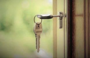 Άφησε το κλειδί στην πόρτα κι έτσι «προκάλεσε» τη διάρρηξη