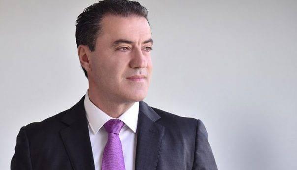 """Μάκης Παπαδόπουλος: «Κάποιοι κρύβουν την αποτυχία τους πίσω από """"τη γνώση"""" και """"την εμπειρία""""…»"""