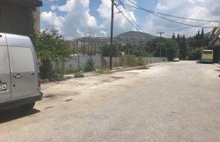 Απομακρύνθηκαν τουλάχιστον 20 παλιά αυτοκίνητα από την οδό Κερκύρας στο Περιγιάλι (φωτογραφία πριν και μετά)