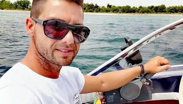 Διάσωση κολυμβητή από το ναυαγοσώστη Δημήτρη Ψωμόπουλο στους Αμμολόφους