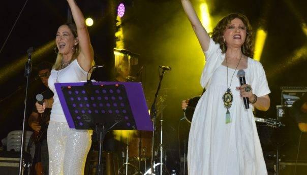 Η καταιγίδα προς το τέλος «χάλασε» τη συναυλία Γλυκερίας- Ασλανίδου στην Ανακτορούπολη(φωτογραφίες)