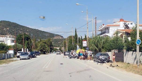 Τραυματίστηκε οδηγός δικύκλου σε σύγκρουση με επιβατικό στην ευθεία της Νέας Ηρακλείτσας (φωτογραφίες)