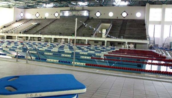 Το κολυμβητήριο λειτουργεί αλλά όχι για το κοινό!
