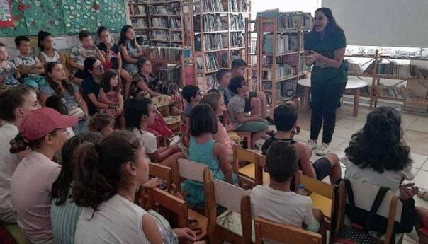 Η ομάδα των Παραμυθάδων σε εκδήλωση στην Βιβλιοθήκη της Ελευθερούπολης