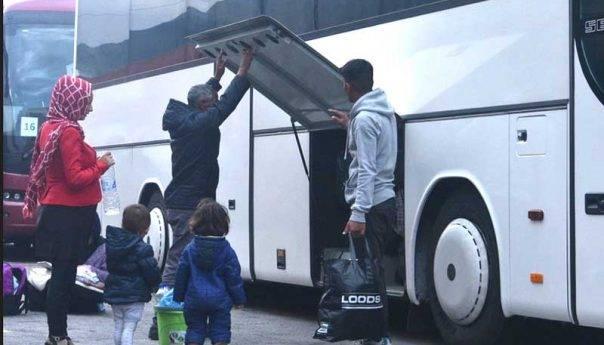 Πρόσφυγες αφήσανε την δομή και πήγανε για μπάνιο