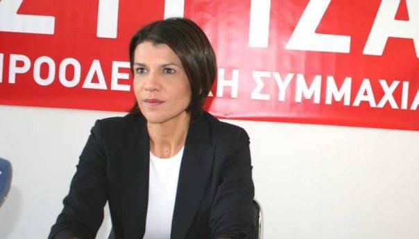 Ανάρτηση Τάνιας Ελευθεριάδου με κριτική στο Δήμαρχο λόγω κόστους κουρτινών
