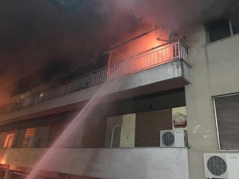 Καίγεται διαμέρισμα στην οδό Κασσιανής και Κ. Τσολάκη (φωτογραφίες)