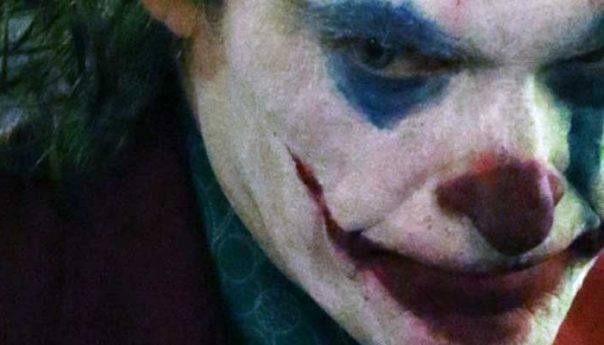 Aντικαπνιστικός νόμος : Κάντο όπως στο Joker !!!