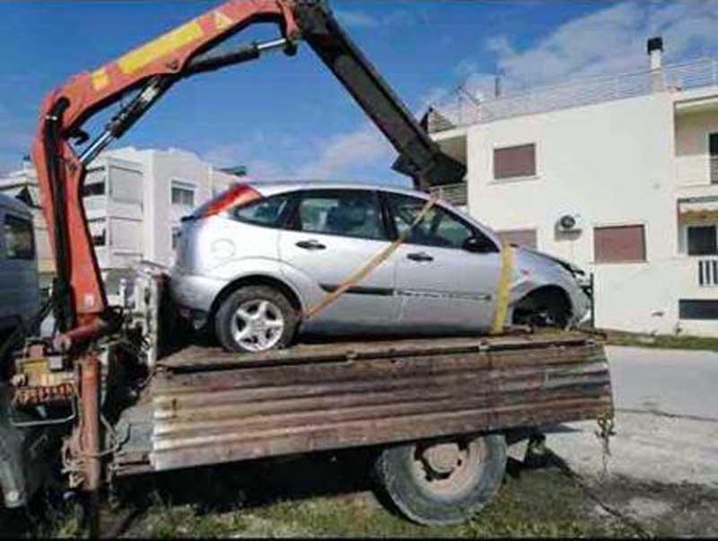 Απομάκρυνση εγκαταλειμμένων αυτοκινήτων στη Νέα Πέραμο