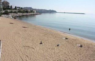 Λήξη της κολυμβητικής περιόδου, απομακρύνθηκαν ομπρέλες και άλλος εξοπλισμός