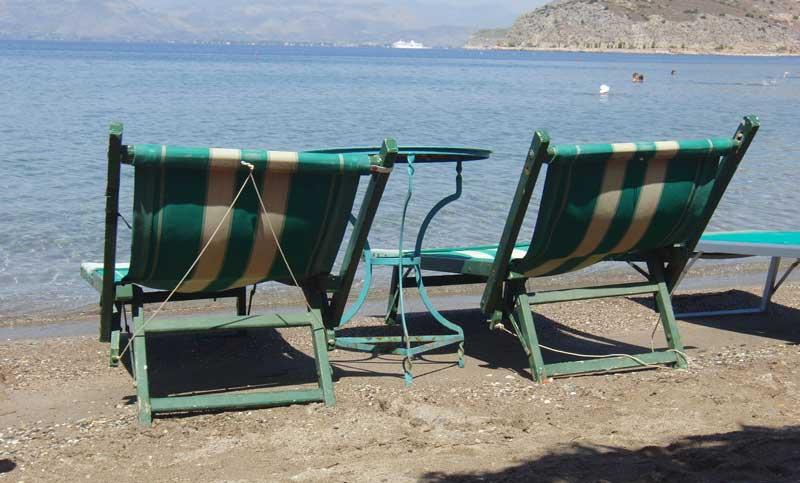 Αδειάζουν οι παραλίες …  Παρασκευή η πιο δύσκολη ημέρα της εβδομάδας με βροχές & καταιγίδες !