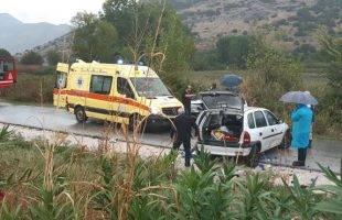 Δύο τραυματίες σε μετωπική σύγκρουση στην Λυδία (φωτογραφίες)