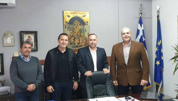 Η νέα διοίκηση της Ομοσπονδίας στο Δήμαρχο Θάσου