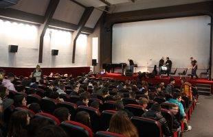 Οι μαθητές γέμισαν το Όσκαρ λόγω της επετείου του Πολυτεχνείου