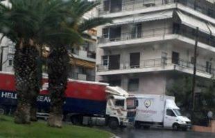 Νταλίκα «δίπλωσε» στο Σίγμα και προκάλεσε μεγάλο κυκλοφοριακό πρόβλημα (φωτογραφία)