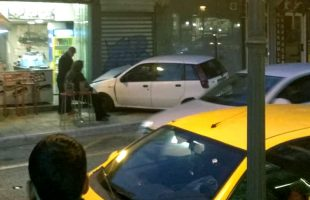 Οδός Ομονοίας: Οδηγός έχασε τον έλεγχο, θα έμπαινε μέσα σε κατάστημα! (φωτογραφίες)