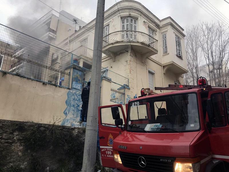 Κάηκε κατοικία στην οδό Μιαούλη – Ελαφρά τραυματίστηκε γυναίκα (φωτογραφίες)