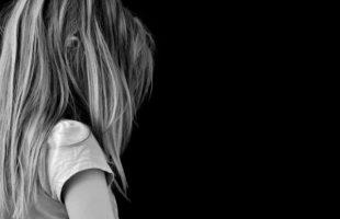 Ασέλγεια στη Θάσο: Λιποθύμησε κατά την απολογία της η μητέρα της 14χρονης