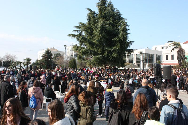 Μια μαθητική εκδήλωση στην κεντρική πλατεία που επιθυμούν να καθιερωθεί (φωτογραφίες)