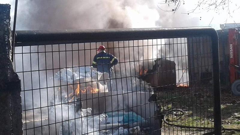 Φωτιά στο Πολύστυλο απέναντι από το Santso (φωτογραφίες+video)