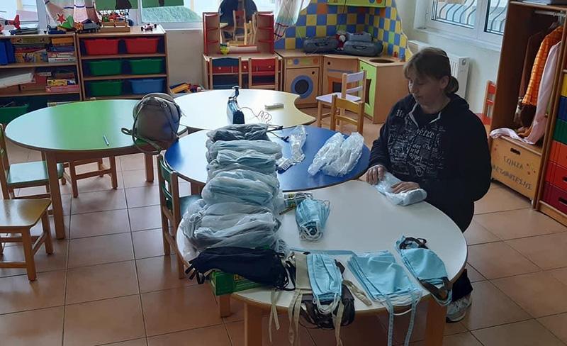 Ιχνηλάτες & ΚΑΠΗ : Έφτιαξαν και παραδίδουν μάσκες στο ΓΝΚ (φωτογραφίες)