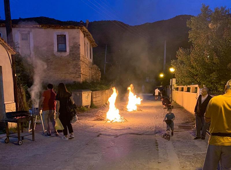 Αναβίωσε το έθιμο του Αϊ Γιάννη στο χωριό των Αμισιανών (φωτογραφίες)