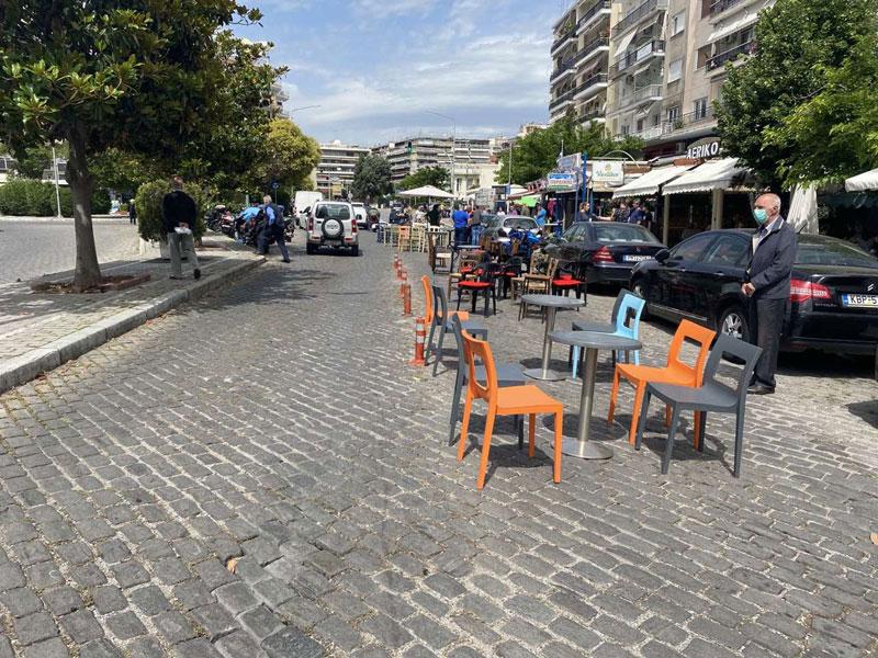 Τραπεζοκαθίσματα στον δρόμο – Διαμαρτυρία επαγγελματιών (φωτογραφίες)
