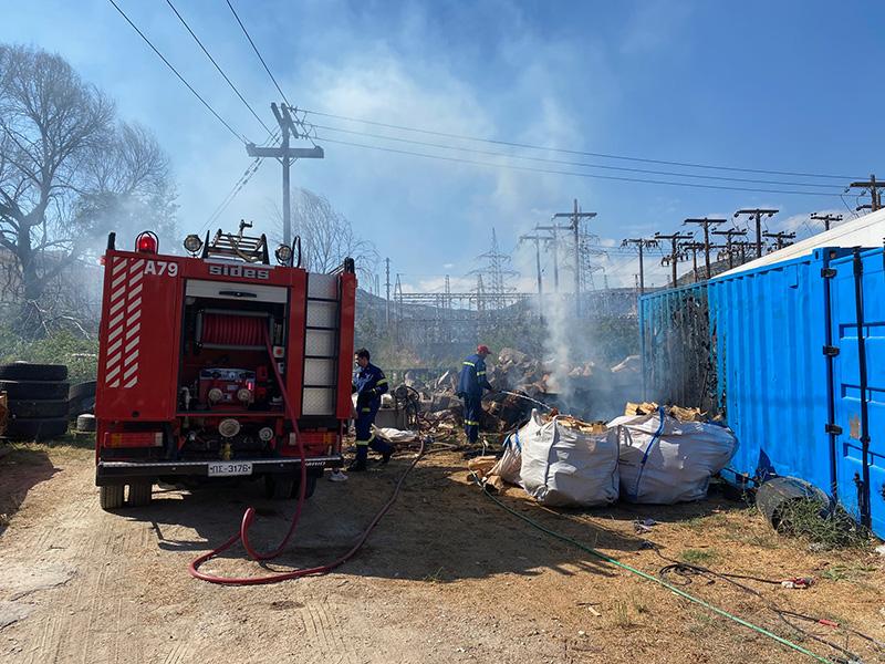 Φωτιά σε ξύλα σε οικόπεδο στο Περιγιάλι (φωτογραφίες)