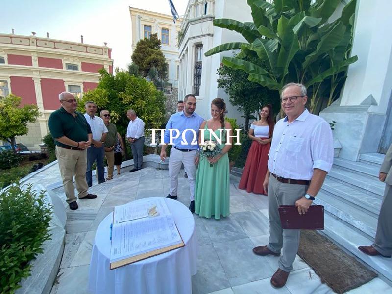 Ο Δήμαρχος πάντρεψε τον Αντιδήμαρχο Γιώργο Μιχαηλίδη (φωτογραφίες)