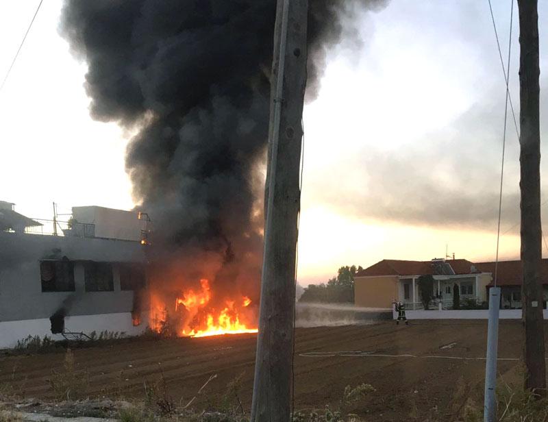 Φωτιά στην Γραβούνα (φωτογραφία)