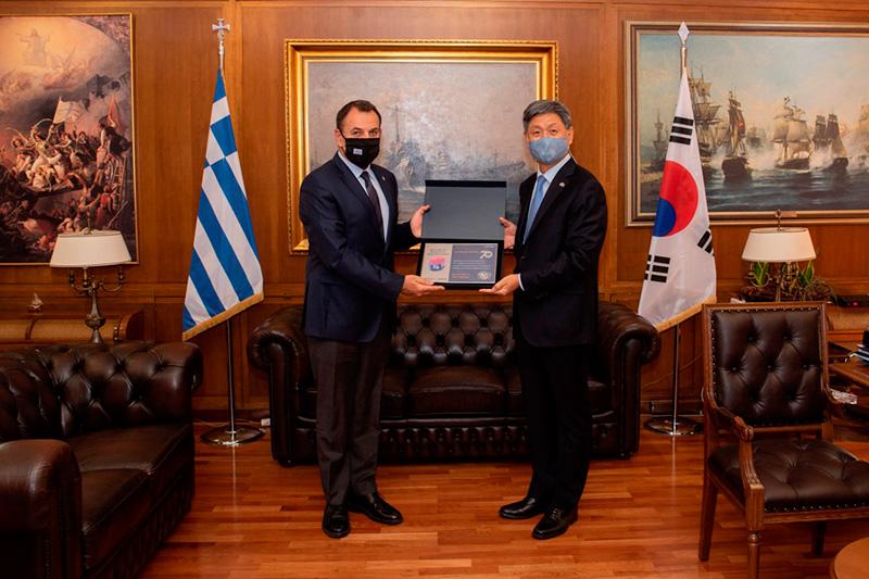 Συνάντηση Παναγιωτόπουλου με τον Πρέσβη της Κορέας Soosuk Lim (φωτογραφίες)