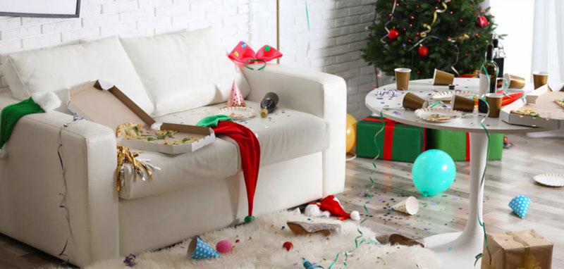 Φέτος ρεβεγιόν στους καναπέδες μας !