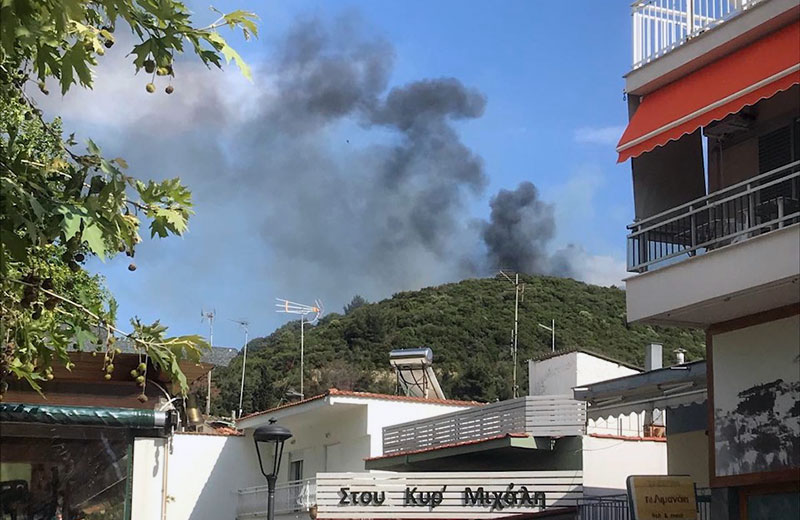 Φωτιά πάνω από τη Νέα Ηρακλείτσα (φωτογραφία – video)