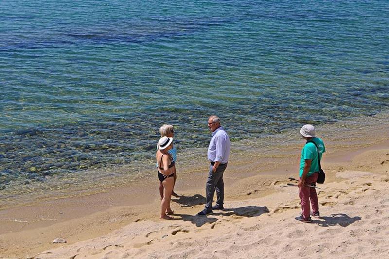 «Αυτοψία» Μουριάδη στην παραλία της Ραψάνης (φωτογραφίες)