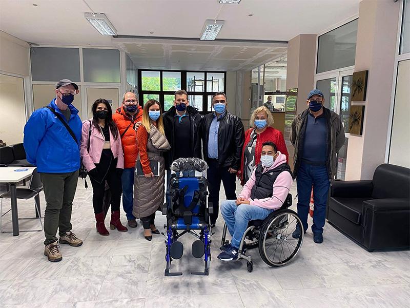 Ο Νομαρχιακός Σύλλογος ΑμεΑ Ν. Καβάλας παραχώρησε αμαξίδιο σε νεαρό άτομο με σοβαρή κινητική αναπηρία (φωτογραφίες)
