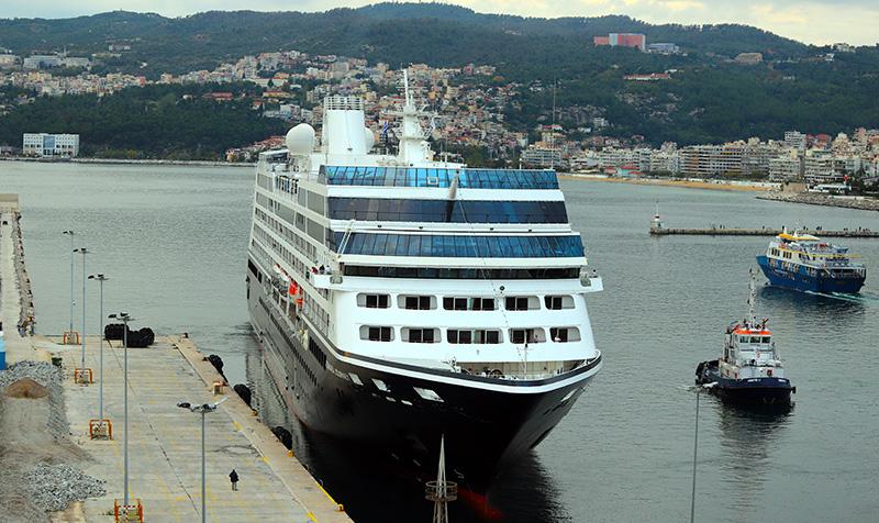 Στο κεντρικό λιμάνι το «Azamara Journey»